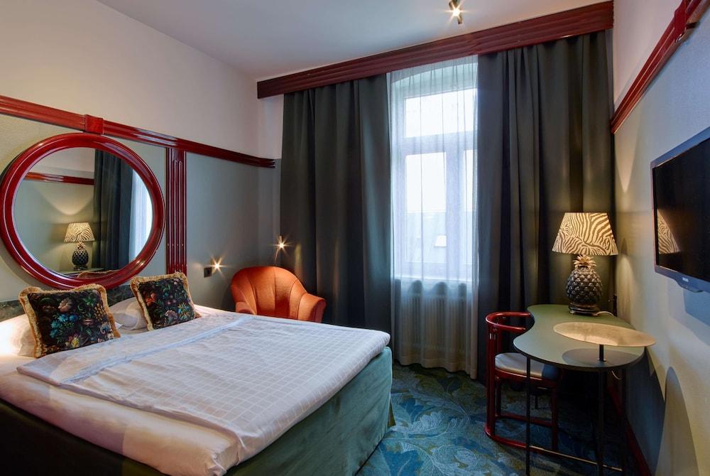 https://i.travelapi.com/hotels/1000000/910000/903900/903896/ab9cec86_z.jpg