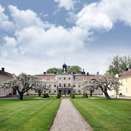. Södertuna Slott