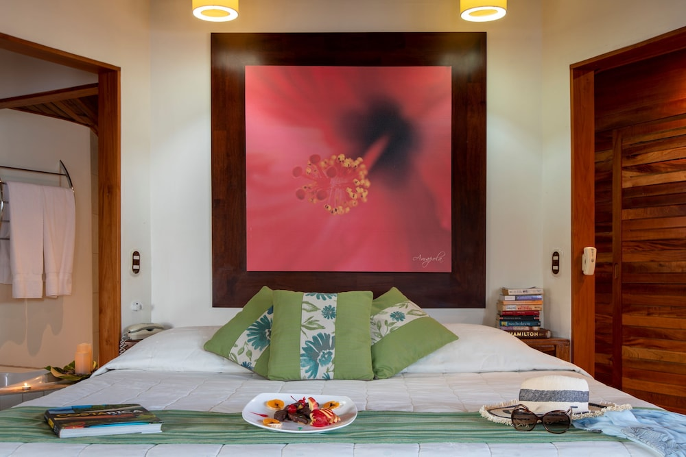 https://i.travelapi.com/hotels/1000000/910000/904000/903960/0131d54a_z.jpg