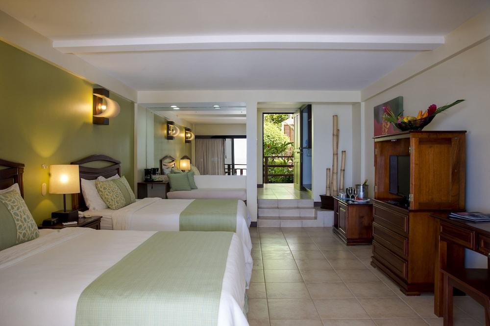 https://i.travelapi.com/hotels/1000000/910000/904000/903960/1a3f61f8_z.jpg