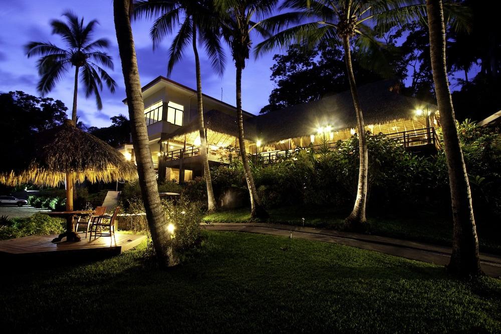 https://i.travelapi.com/hotels/1000000/910000/904000/903960/83379dbd_z.jpg