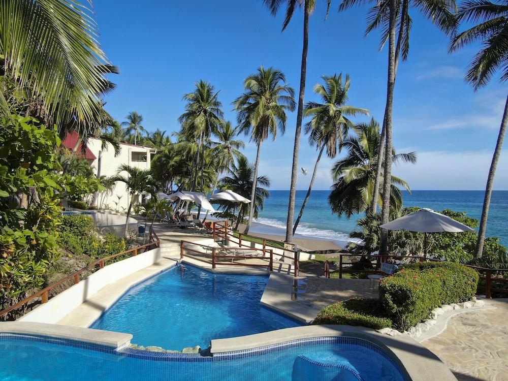 https://i.travelapi.com/hotels/1000000/910000/904000/903960/d157902d_z.jpg