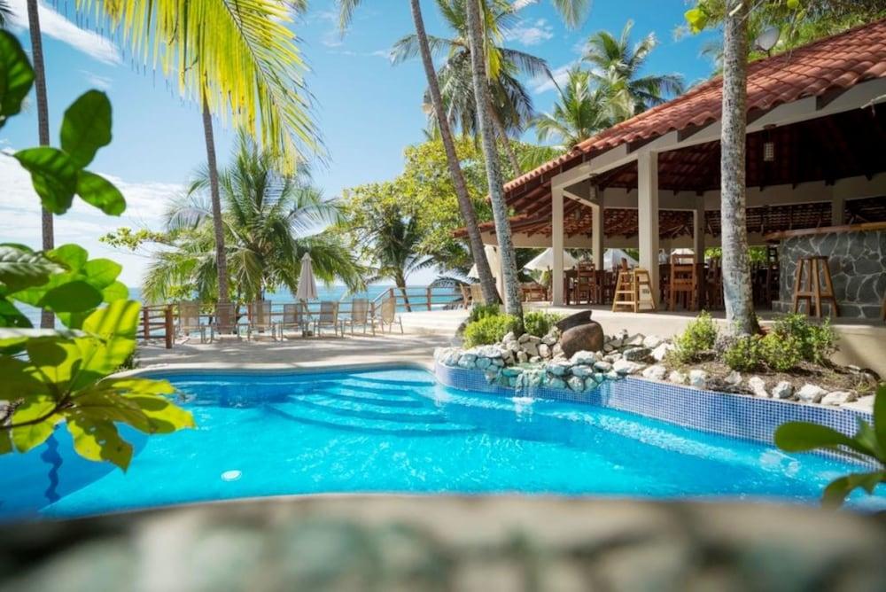 https://i.travelapi.com/hotels/1000000/910000/904000/903960/e0bfcfef_z.jpg