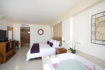 Club Room, 1 King Bed (Jacuzzi & 1 romantic dinner in room)