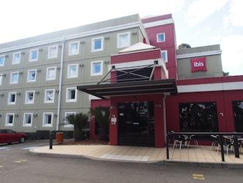 Hotel Entrance at ibis Sydney Thornleigh in Thornleigh