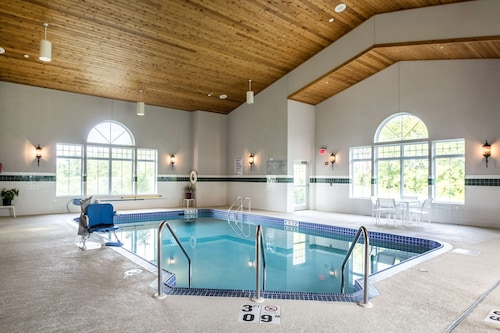 . Country Inn & Suites by Radisson, Fond du Lac, WI