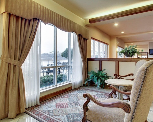 . Clarion Suites