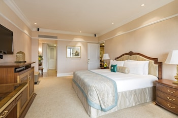 Executive Suite, Pool View, King Bed