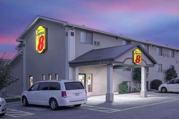 Hotel - Super 8 by Wyndham Willmar