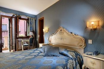 Classic Tek Büyük Veya İki Ayrı Yataklı Oda, Kanal Manzaralı