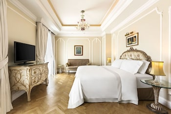 Deluxe Room, 1 King Bed, City View (Acropolis)