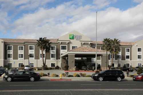 . Holiday Inn Express Hotel & Suites Hesperia