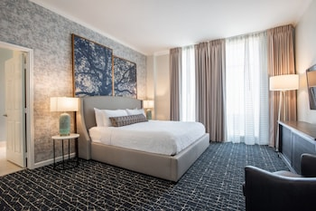Presidential Suite, 1 King Bed, City View, Corner