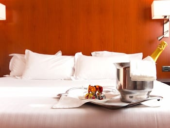 格拉納達車站民宿飯店