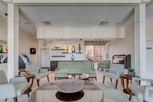 Emerald Suites at S. Las Vegas Blvd image 3