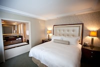Junior Suite, 1 King Bed, Non Smoking (Airbath Tub)