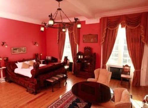 . Kinnitty Castle Hotel