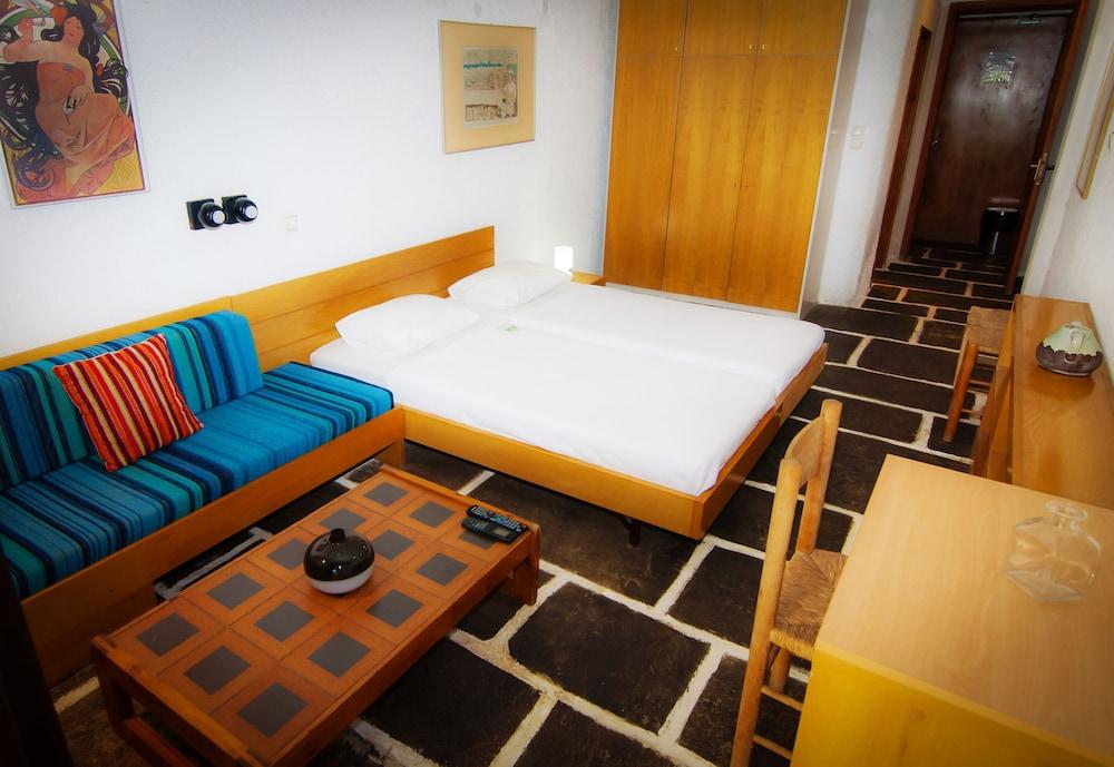 https://i.travelapi.com/hotels/1000000/910000/909000/908931/1d6cd56c_z.jpg