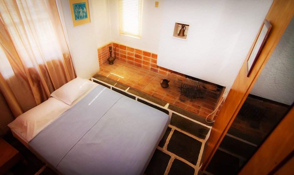 https://i.travelapi.com/hotels/1000000/910000/909000/908931/2659ed50_z.jpg