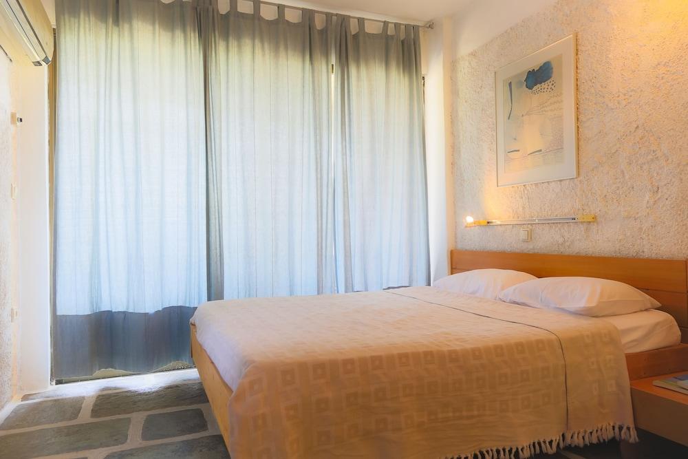 https://i.travelapi.com/hotels/1000000/910000/909000/908931/2cfc5476_z.jpg