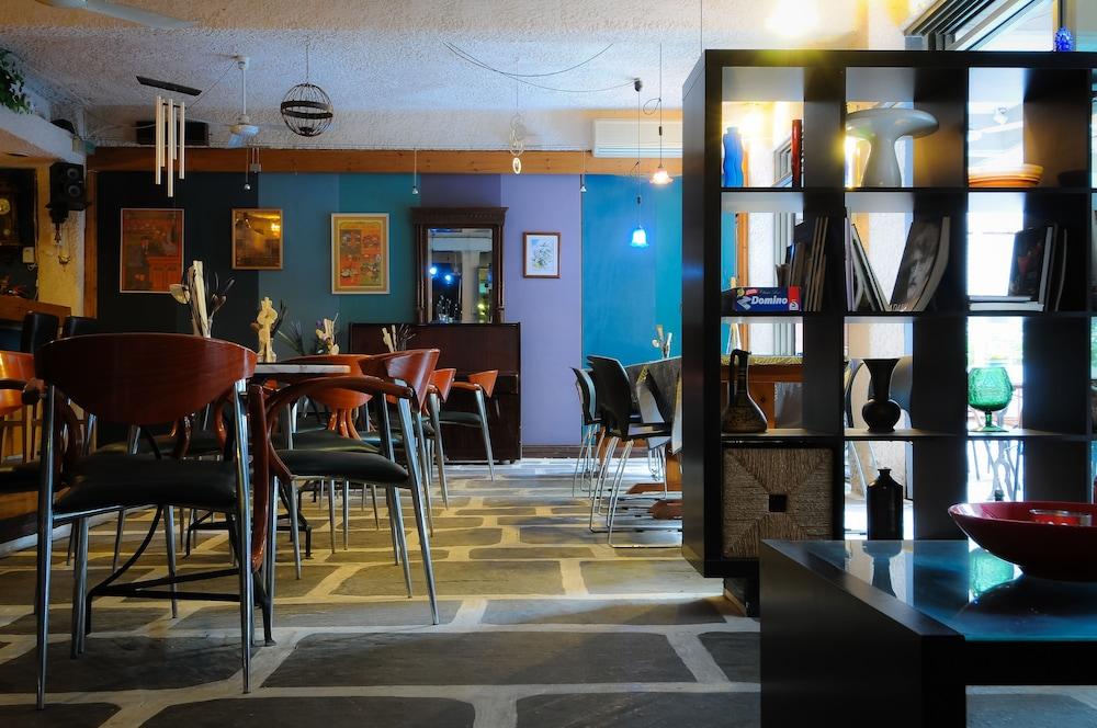 https://i.travelapi.com/hotels/1000000/910000/909000/908931/6b0e44f9_z.jpg