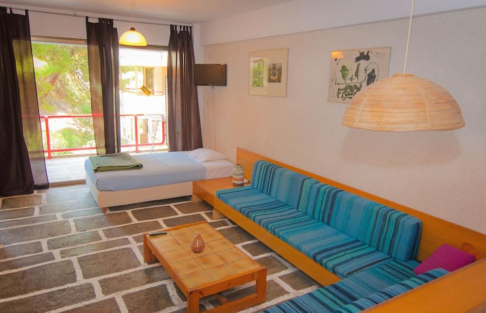 https://i.travelapi.com/hotels/1000000/910000/909000/908931/895558c7_z.jpg