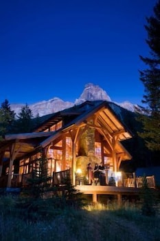 Hotel - Cathedral Mountain Lodge