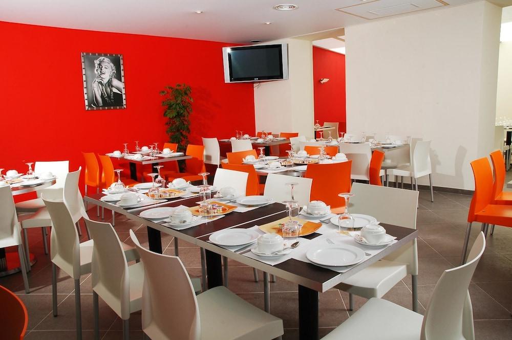 호텔 아주레아(Hotel Azurea) Hotel Image 8 - Restaurant