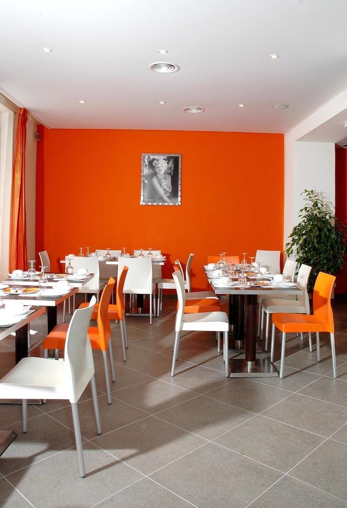 호텔 아주레아(Hotel Azurea) Hotel Image 10 - Restaurant
