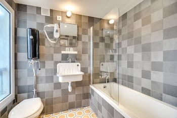 Hotel Mattle - Bathroom  - #0