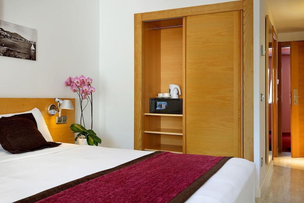https://i.travelapi.com/hotels/1000000/910000/909400/909353/4bbdc76f_z.jpg