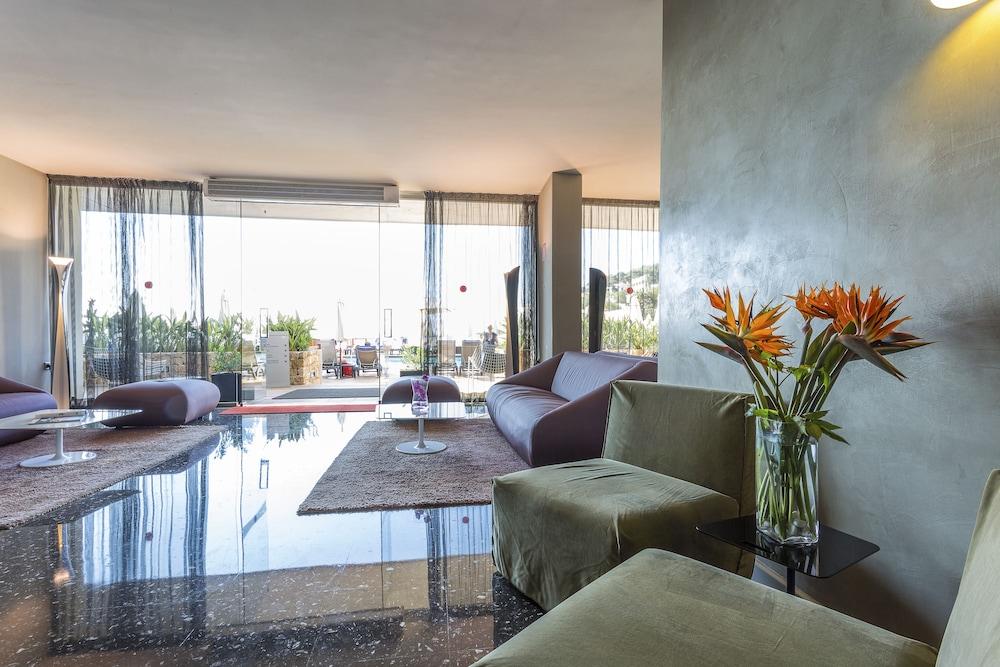 https://i.travelapi.com/hotels/1000000/910000/909400/909353/ce23f7a8_z.jpg