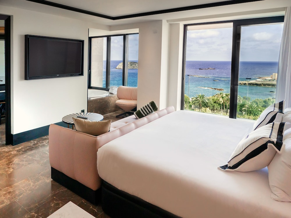 https://i.travelapi.com/hotels/1000000/910000/909400/909354/2054a11a_z.jpg