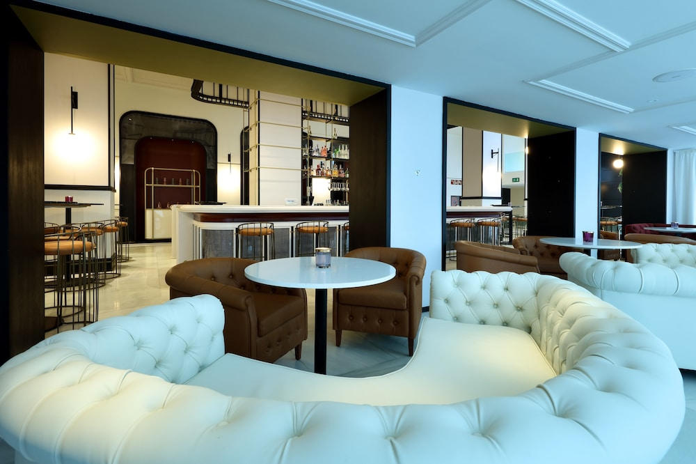 https://i.travelapi.com/hotels/1000000/910000/909400/909354/2fc0246a_z.jpg
