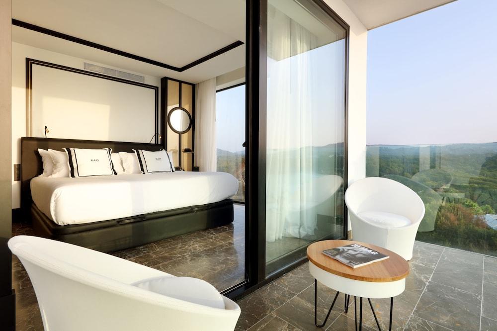 https://i.travelapi.com/hotels/1000000/910000/909400/909354/5ad1ab21_z.jpg