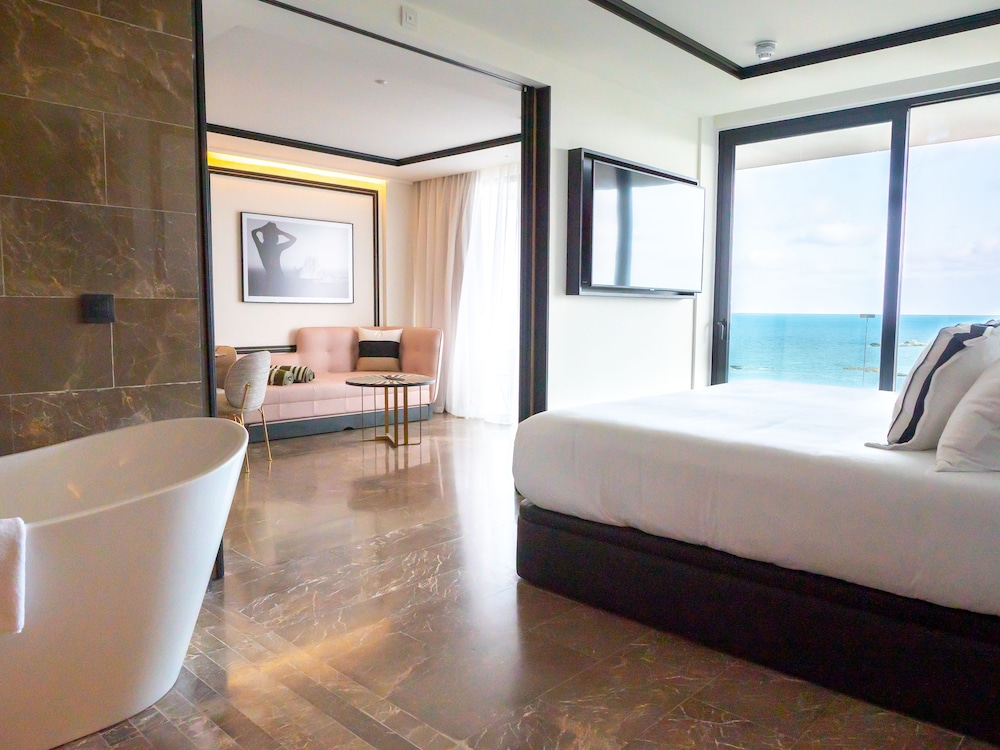 https://i.travelapi.com/hotels/1000000/910000/909400/909354/9eb40a15_z.jpg