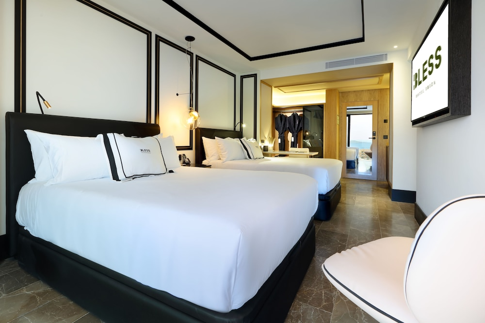 https://i.travelapi.com/hotels/1000000/910000/909400/909354/a7236794_z.jpg