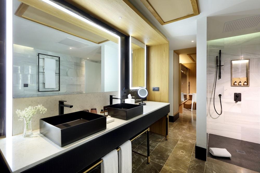 https://i.travelapi.com/hotels/1000000/910000/909400/909354/a97dc40b_z.jpg