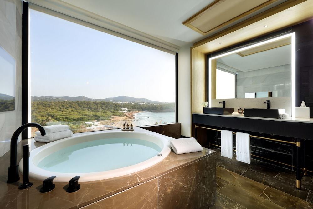 https://i.travelapi.com/hotels/1000000/910000/909400/909354/f772d875_z.jpg