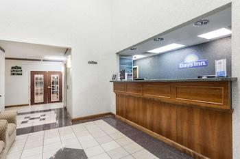Days Inn & Suites by Wyndham Huntsville