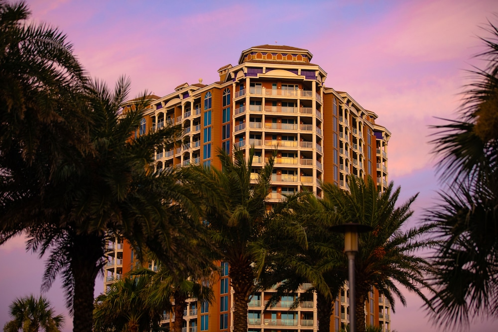 https://i.travelapi.com/hotels/1000000/920000/910100/910026/5f8ae759_z.jpg