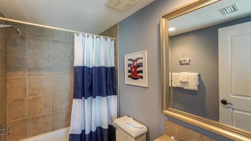 https://i.travelapi.com/hotels/1000000/920000/910100/910026/bf732e53_z.jpg