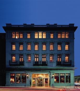 Market Pavilion Hotel