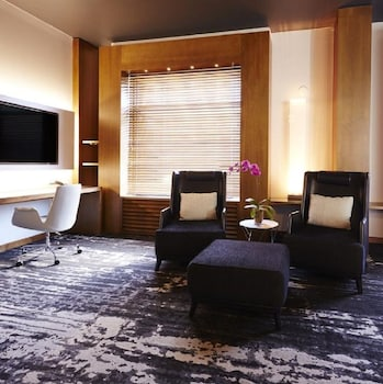Luxury Room, 1 King Bed (Prestige)