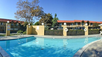 Hotel - GuestHouse Inn & Suites Upland