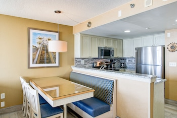In-Room Dining at Boardwalk by Diamond Resorts in Virginia Beach