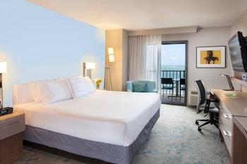 Ocean front, Guest room, 1 King, Oceanfront, Away from elevator, Balcony