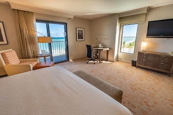 Ocean front Suite, 1 Bedroom Suite, 1 King, Sofa bed, Isla Verde Beach view, Oceanfront, Balcony