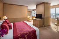 Executive Suite, 1 King Bed, City View, Tower