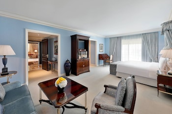 Suite, 1 Bedroom, Business Lounge Access (Diplomatic)